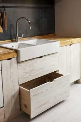 Kitchen Detail: under the sink drawer cabinet \ Katrin Arens