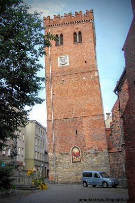 Amelii podróże małe i duże: Krzywa wieża z Polski