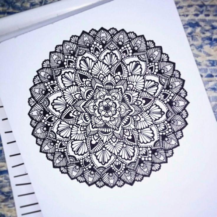 Mandala drawing by Anna Szabó Instagram : szabo_anna_k