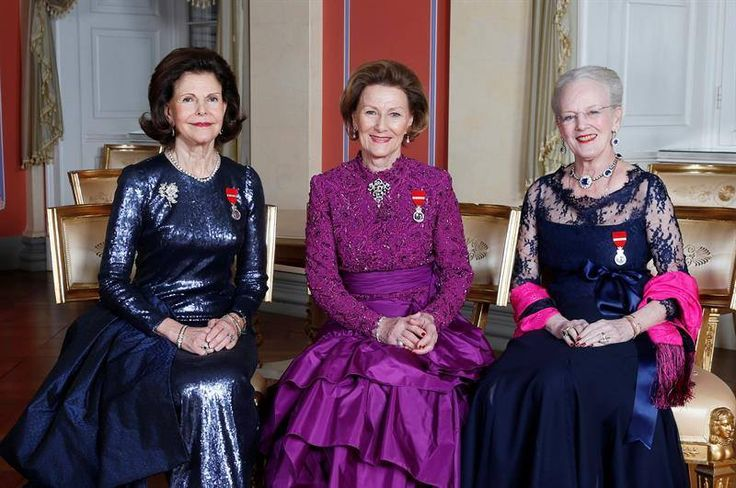 For the state banquet in Rome on April 6, 2016, Queen Sonja wore the smaller setting of Queen Maud's Pearl and Diamond Tiara and a bold purple gown that she previously wore during King Harald's Silver...