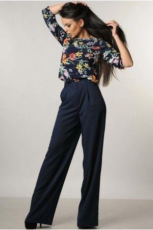Літні брюки з костюмної тканини темно-синього кольору. Розклешені від  стегна 9f3b01900c13d