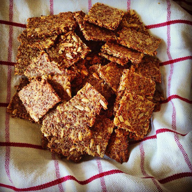 ##hembakat #knäckebröd #solrosfrö #linfrö #psyllium #havregryn #solrosolja #olivolja #vatten #vetemjöl #homemade #cookies #healtyfoodinspiration #linseeds #oliveoil #sunflower-seeds #linseeds #wheat #flour  #oat-flour  #water #homebaking