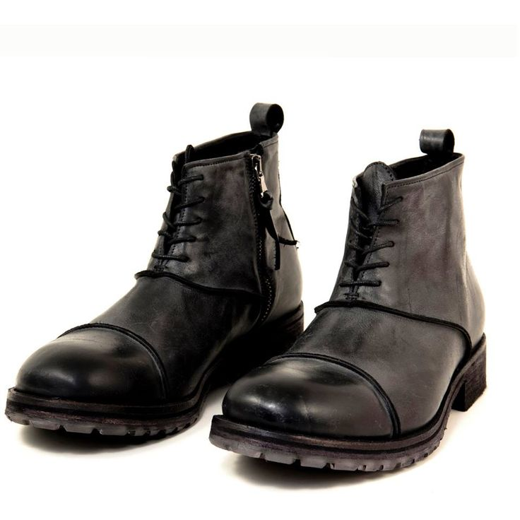 The Pawelks Road is a fresh design for a men's boot. This easy-to-wear style pairs perfectly with your favorite jeans and is constructed with a soft Italian leather for all day comfort.