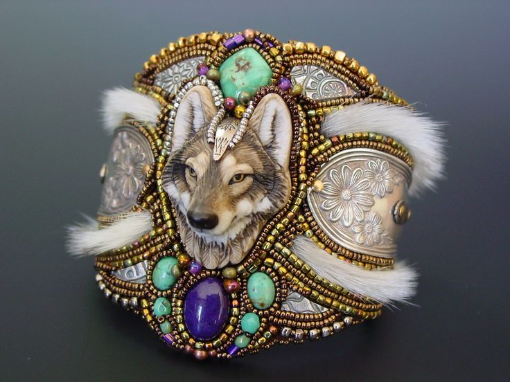 ~*Heidi Kummli Designs*~                          Heidi's beadwork is an expression of herself, and her feelings for our Mother Earth and the creatures upon her. Through researching Native American beadwork techniques and trial and error, her work has continually evolved.