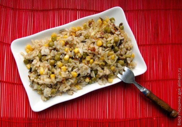 Рис с кукурузой и зеленым горошком / Рецепты с фото