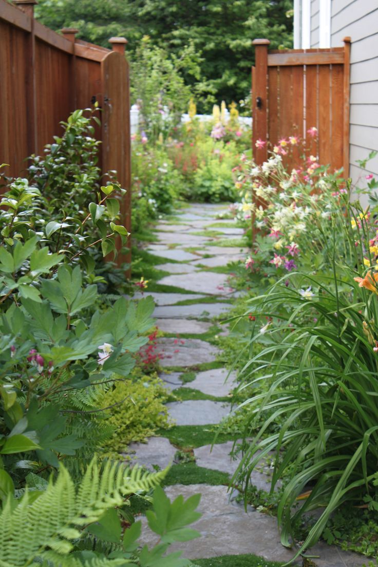Best 25 flagstone path ideas only on pinterest how to lay flagstone flagstone walkway and - Picturesque front garden pathway ideas ...