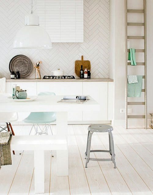 Combination of white and Mint in a kitchen works very well. I am absolutely a fan of white tiles!