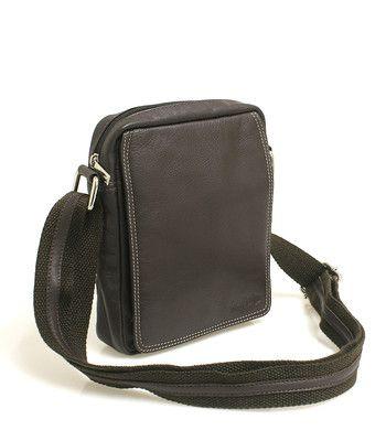 #SendiDesign Hnědá pánská taška na doklady SendiDesign (dříve Enrico Benetti) z pravé kůže. Uvnitř – kapsa na zip. Zepředu – pod klopnou na cvoček je kapsa na zip, přihrádky na karty, kapsička na mobil a propisku. Zezadu – kapsa na zip. Součástí tašky je nastavitelný popruh v kombinaci textil/kůže.