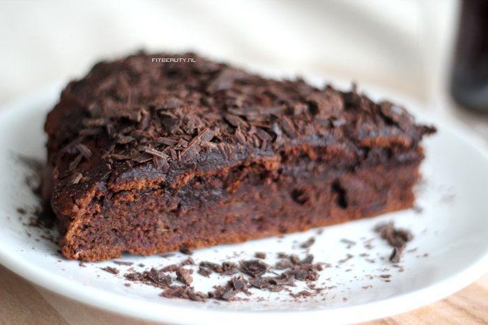 Oh mijn hemel, Lieve mensen, nu ik weet dat er een gezonde en lekkere variant van chocoladetaart bestaat, hoef ik niet meer terug! Ik geef me over aan het gezonde voedsel! Helemaal! Haha. Eindelijk een geweldig gelukte chocoladetaart zonder gluten en suiker en ook nog eens veganistisch. Dus het past in verschillende leefstijlen thuis! Op …