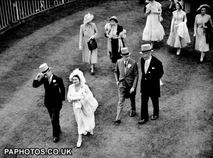 friendsreunited:   Royal Ascot 1950-King George VI, Queen Elizabeth, Duke of Gloucester (center), Princess Elizabeth (in fur), Princess Margaret (carrying wrap) and Duchess of Gloucester (extreme right back)