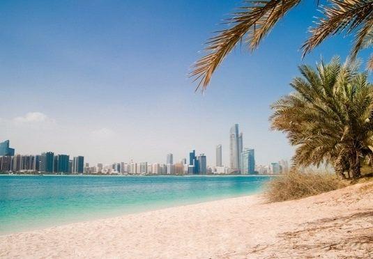 5*-Traumhotel am weißen Sandstrand des Arabischen Golfes – inklusive Flügen