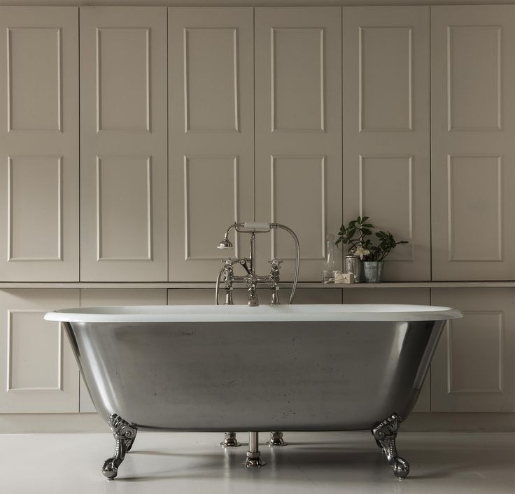 The Swale is a small cast iron roll top bath, ideal for a smaller bathroom. This classic cast iron bath tub features simple scroll feet.