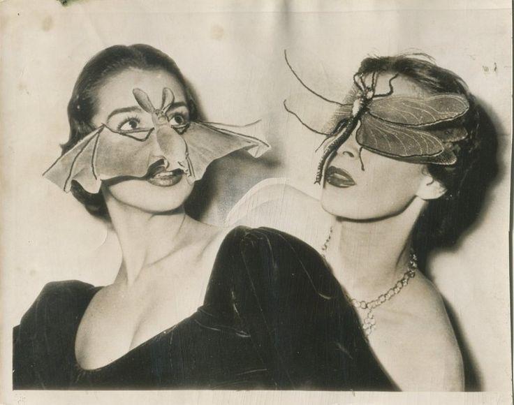 refG226 -16x20,5cm -  «Masques de chauve-souris, Fernand AUBRY coiffeur visagiste, Paris  » presse: tampons, article /  / épreuve argentique /  1950 - 3/5