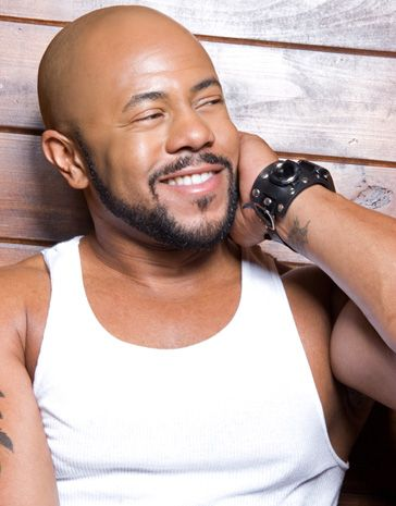 i <3 Rockmond Dunbar and I am so glad that TV One has decided to bring Soul Food, (the series) back. We get to see Mr. Dunbar at his best.  It's great to see a brother portraying a man who absolutely adores his wife and loves and is committed to his family....Can we say Sexy!