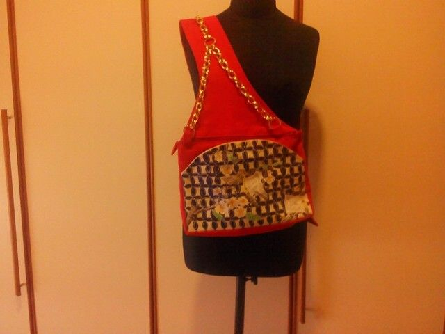 Red shoulder bag handmade and painted by Irene Ferrante