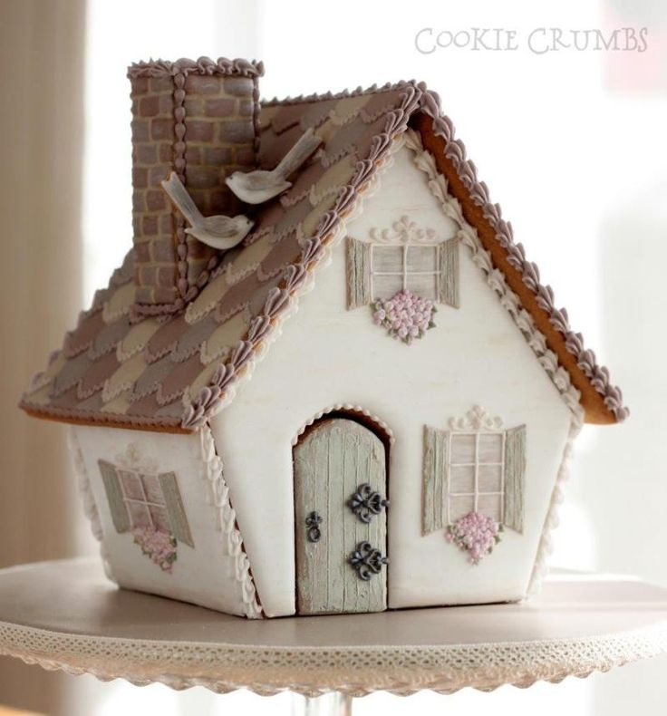 ❤️ great shape for a gingerbread house. I love the tiny rickrack look on roof and the door hinges are amazing.