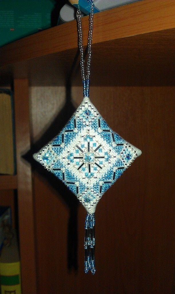 MILL HILL   Нежно-голубая снежинка (Ice Blue Snowflake)  Вышивка крестом и бисером.