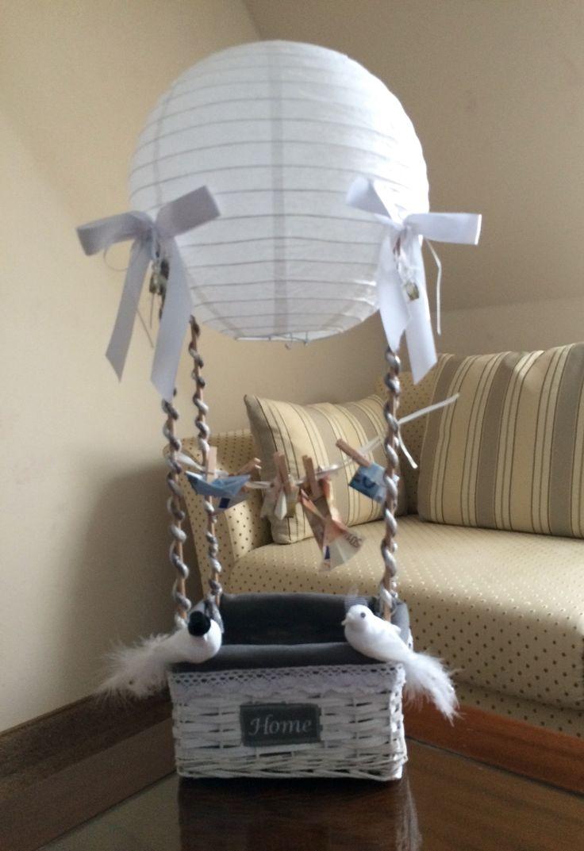 DIY Hochzeitsgeschenk Geld - Wedding present idea Money. Ist aus einem Körbchen, Holzstäben und einem Lampenschirm aus dem Baumarkt gemacht. Die Kordeln wurden selbst gedreht und das Geld wird als Wäschestücke gefaltet an die Leine gehängt.
