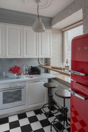 Farklı tarzlardan, farklı çizgiler taşıyan harika bir mutfak dekorasyonu örneği