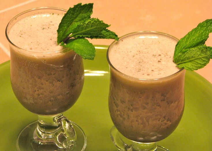 mint-chocolate-protein-smoothie
