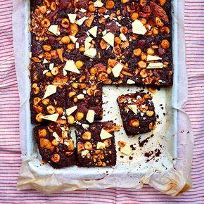 Brownies, wie kan deze lekkernij weerstaan? Direct kokend water uit de kraan van Quooker komt in dit recept perfect van pas bij het au bain-marie smelten van de chocolade.    1 Verwarm de oven voor op 180 °C en bekleed een groot bakblik met opstaande...