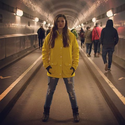 When my circle got smaller, my vision got clearer. There is strength in loyality not numbers.  The oil jacket is from @derbehamburg ☂️✨#shooting #photography #photooftheday #outsiders #hamburg #hamburgcity #hamburgmodel #hamburgmodels #hamburginstagrammers #berlinmodel #berlinmodels #elbtunnel #elbe #tunnels #underneaththeearth #friesennerz #öljacke #derbe #check0346