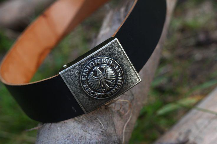 Originálny čierny kožený opasok používaný v nemeckej armáde Bundeswehr. Koža opasku je široká a hrubá. http://www.armyoriginal.sk/1735/130074/opasok-heer-luftwaffe-original-bw.html