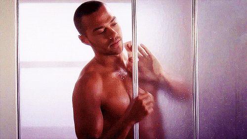 ¿Jesse Williams en la ducha? | ¿Puedes leer este artículo sin que te exploten los ovarios?