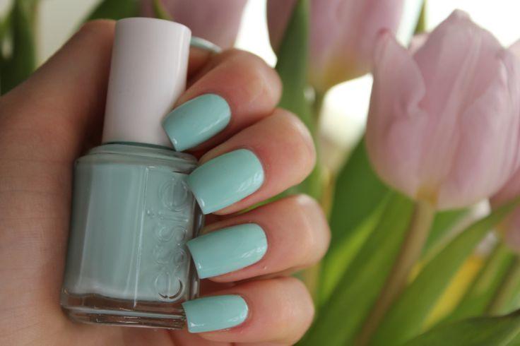Foråret er på vej!  Få flotte forårsnegle i en skøn mint grøn. Du kan finde produktet her: http://ezzence.dk/essie-professional/essie-mint-candy-apple-702.html