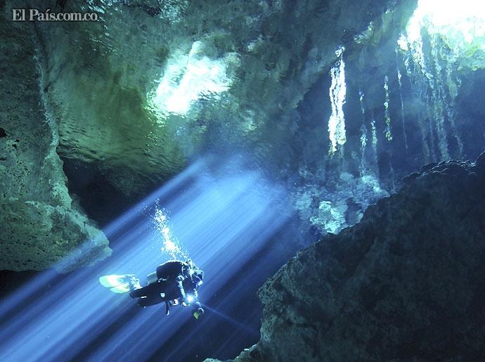 Buzos exploran cuevas submarinas en todo el mundo, situación seguida por las cámaras de Animal Planet en su nueva serie Underworld.
