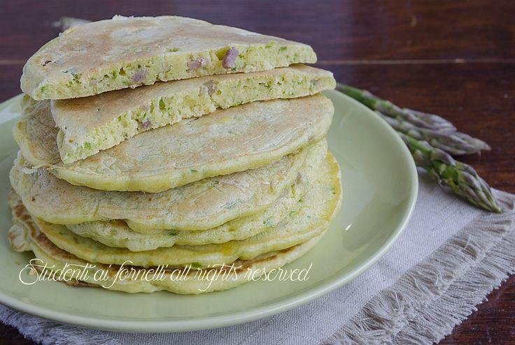 Pancakes agli asparagi e speck