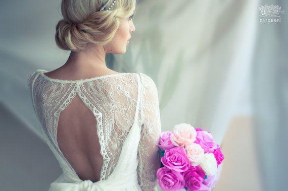 Kurz Hochzeitskleid / / Amelie / / 2 Stück auf Etsy, 372,52 € Là il y a tout, le décolleté et le bouquet de pivoines!