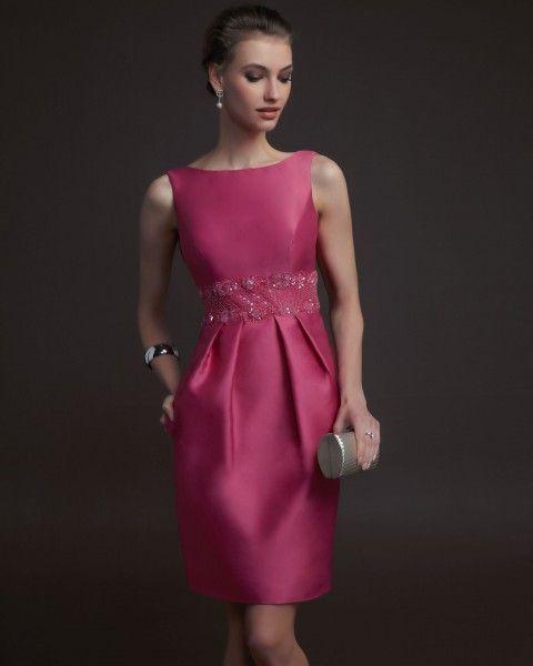 Vestido de noche corto sencillo y minimalista en color rosa...¡ultrafemenino!