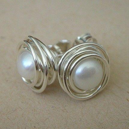 Perlas postes hechos con perlas de agua dulce blancas y alambre envuelto en plata esterlina
