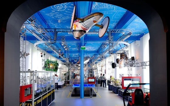Science Centre Delft: http://www.holland.com/global/Tourism/Cities-in-Holland/Delft-1/Attractions-in-Delft/Science-Centre-Delft-2.htm