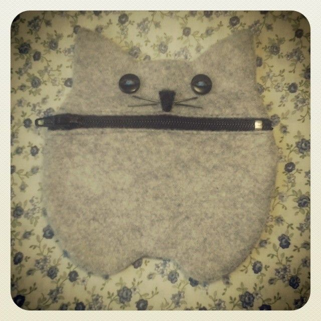 Cat, purse or keychain ..
