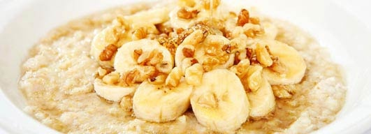 Banany od dawna były uznawane za doskonałe źródło energii dla sportowców. Trudno sobie wyobrazić maraton bez stanowisk odżywczych z bananami czy torbę z prowiantem kolarza bez charakterystycznych żółtych owoców. Są doskonałym źródłem potasu. Według najnowszych badań mają one jednak większe znaczenie dla sportowców niż się wcześniej wydawało.  więcej: http://www.solgar.pl/wiedza/fitness/banany-zamiast-napojow-energetycznych