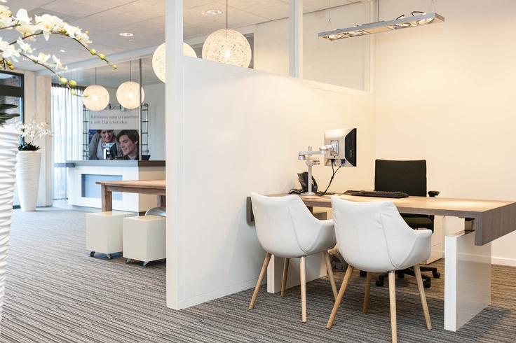 interieurontwerp Rabobank West Brabant Noord, locatie Oudenbosch. Ontworpen door DE KROON interieurvormgeving