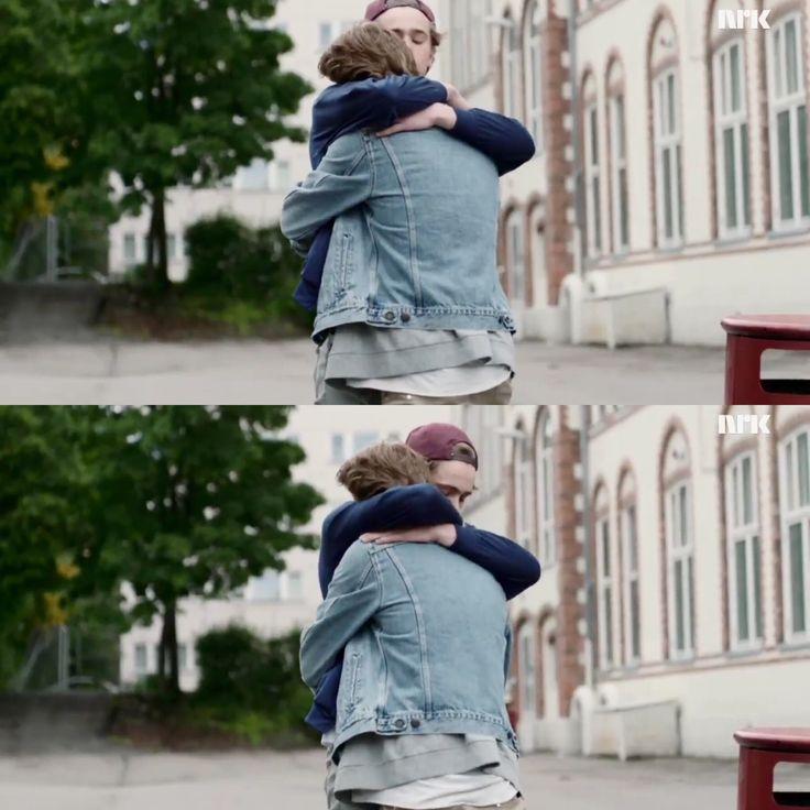 This,hug.was.one.of.the.most.beautiful.things.ever.❤️ #skam#evak#isak#even#isakandeven#henrik#tarjei#henrikholm#tarjeisandvikmoe#isakvaltersen#evenbechnæsheim