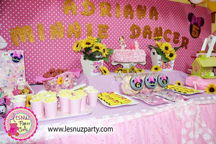Cumpleaños temático Minnie Mouse mesa dulce Lesnuzparty- Minnie Mouse birthday themed dessert table