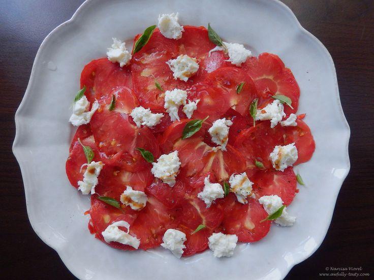 Carpaccio de rosii cu mozzarella.  Tomato carpaccio with fresh mozzarella, seasoned with basil and pomegranate molasses