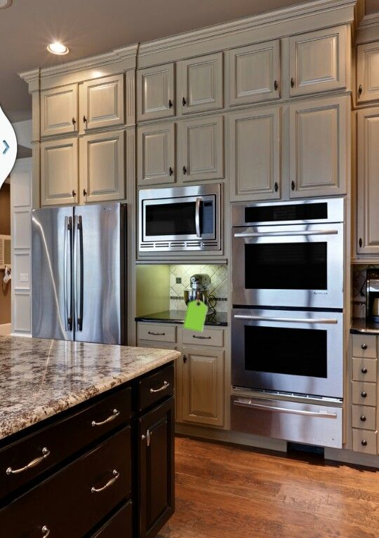 Built in appliances are a key factor in easy entertaining for Beautiful built in kitchens