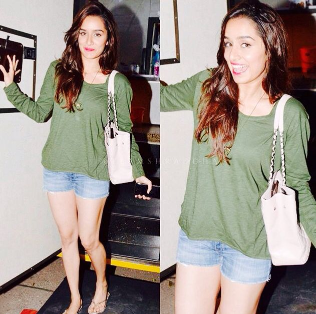 Shraddha Kapoor sexy legs in short jeans and dark green jumper #2
