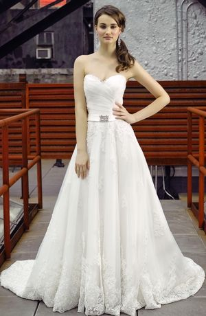 Sweetheart A-Line Wedding Dress  with Basque Waist in Tulle. Bridal Gown Style Number:3276071