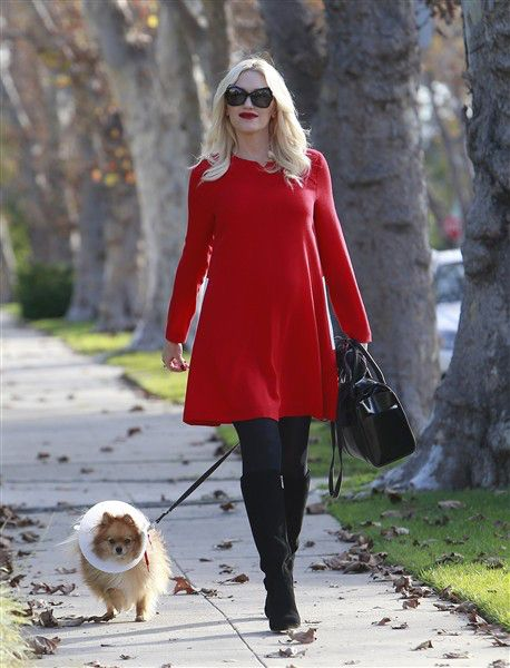 The lady in red! Gwen Stefani looked holiday chic while walking to her parents' house to celebrate Thanksgiving on Nov. 28, 2013.