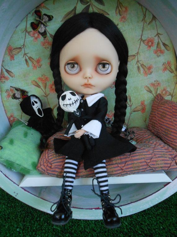 Custom Wednesday Addams Blythe Doll por Spookykidsworkshop en Etsy