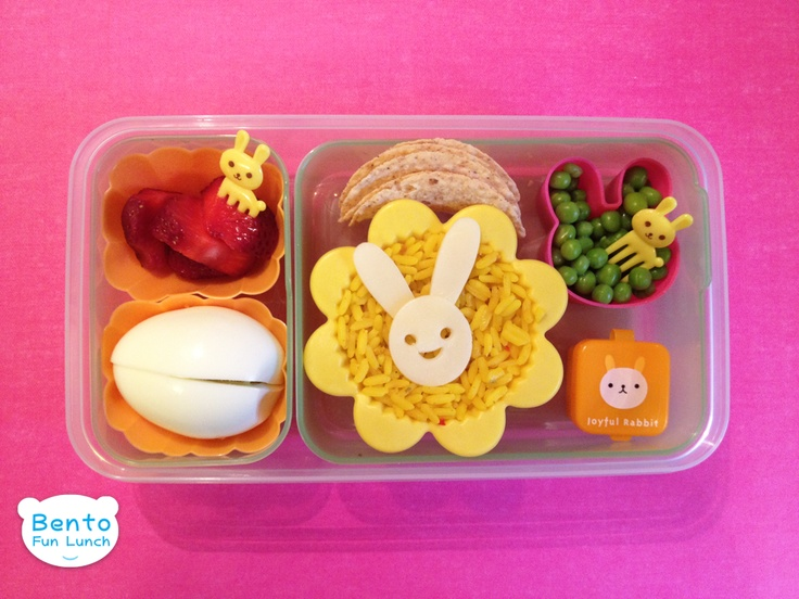 Bunny Bento Lunch for Kids!   http://www.bentofunlunch.com/2012/05/another-bunny-bento.html