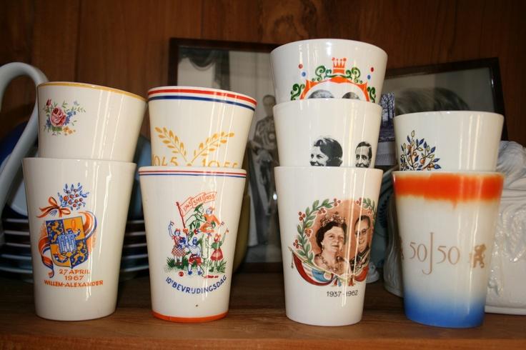 Oude bekers van het koningshuis en de bevrijding   old DUTCH CUPS royalty   re-pin by http://www.cupkes.com/