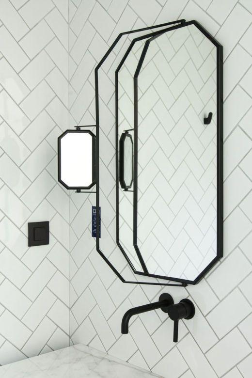 salle de bain noire et blanche le coq hotel