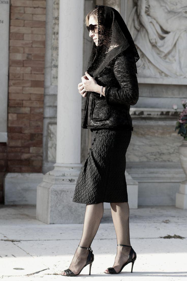 il-giorno-dei-Morti-blogger-diaries-by-The-Italian-Glam-giacca-Dolce-Gabbana-vestito-Peter-Som #fetishpantyhose #pantyhosefetish #legs #heels #blogger #stiletto #pantyhose